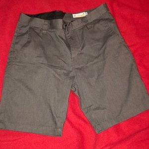 Men's Volcom Shorts. Size 32